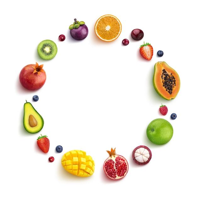 Divers fruits et baies isolés sur fond blanc, vue de dessus, cadre rond de fruits avec un espace vide pour le texte Photo Premium