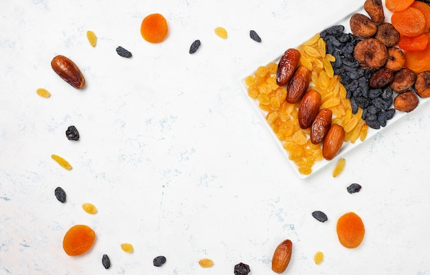 Divers Fruits Secs, Dattes, Prunes, Raisins Secs Et Figues Photo gratuit