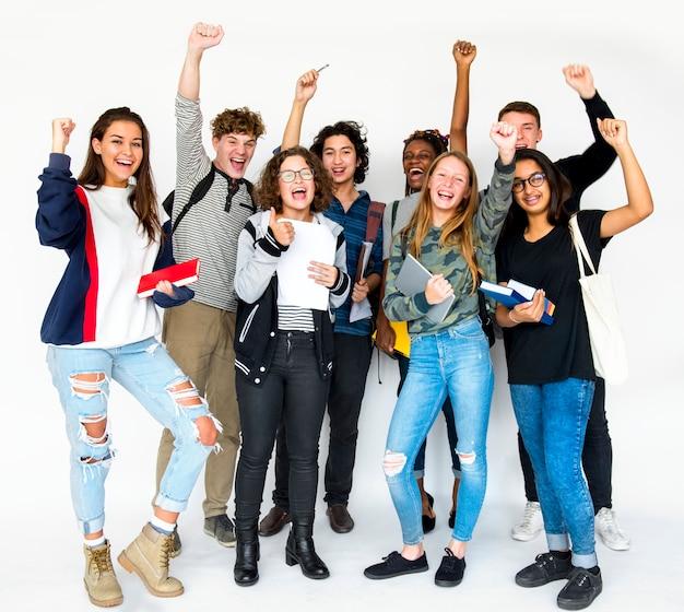 Divers groupe d'adolescents tirent Photo Premium