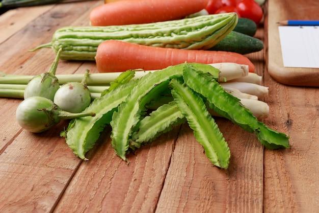 Divers légumes, épices et ingrédients Photo Premium