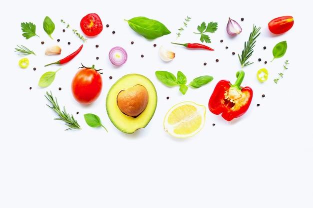 Divers légumes et herbes fraîches. concept d'alimentation saine Photo Premium