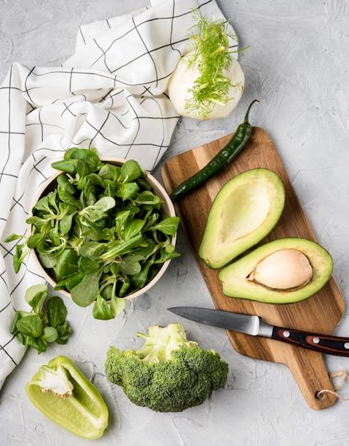 Divers Légumes Verts Et Torchon Photo gratuit