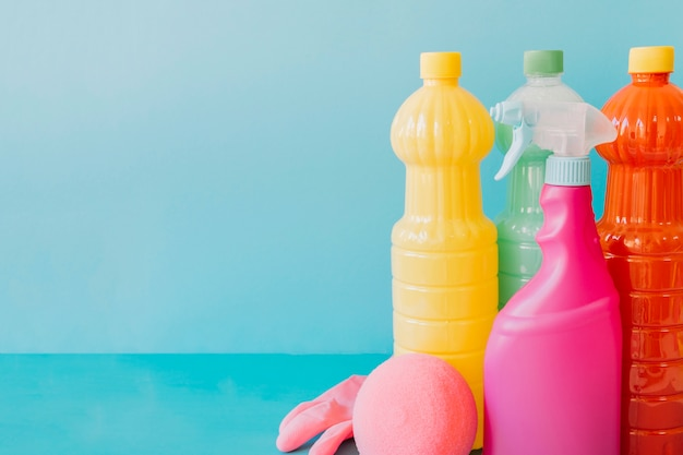 Divers produits de nettoyage Photo gratuit
