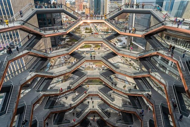Divers touristes non définis visitent le plus récent monument de new york, les états-unis. Photo Premium