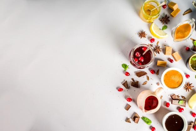 Diverses Sauces Sucrées Photo Premium