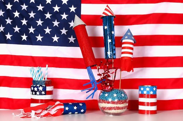 Diy 4th of july décor couleur drapeau américain, rouge, bleu, blanc. idée cadeau, décor usa independence day Photo Premium