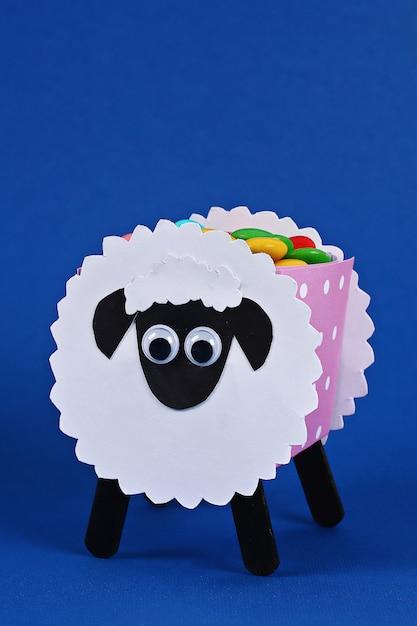 Diy eid al adha agneau avec bonbon sucré Photo Premium