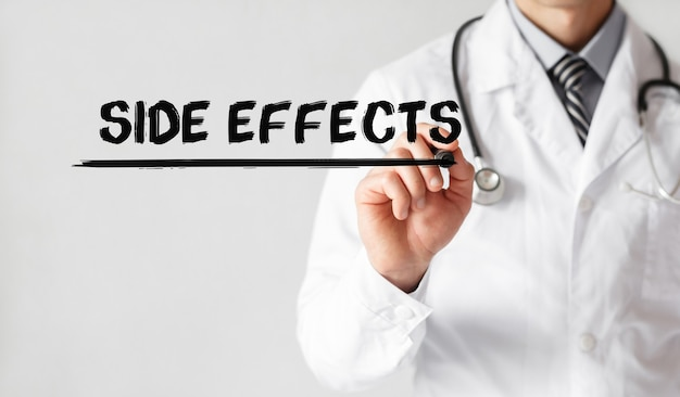 Docteur écrit Mot Effets Secondaires Avec Marqueur, Concept Médical Photo Premium
