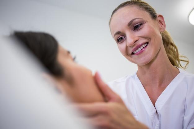 Docteur, Examiner, Patientes, Figure, Clinique Photo gratuit