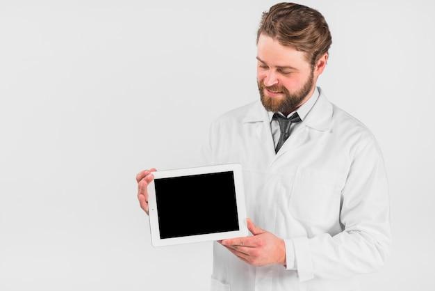 Docteur, tenue, tablette, regarder, gadget Photo gratuit