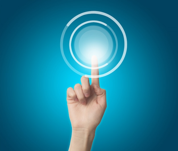 Doigt toucher un bouton virtuel Photo gratuit