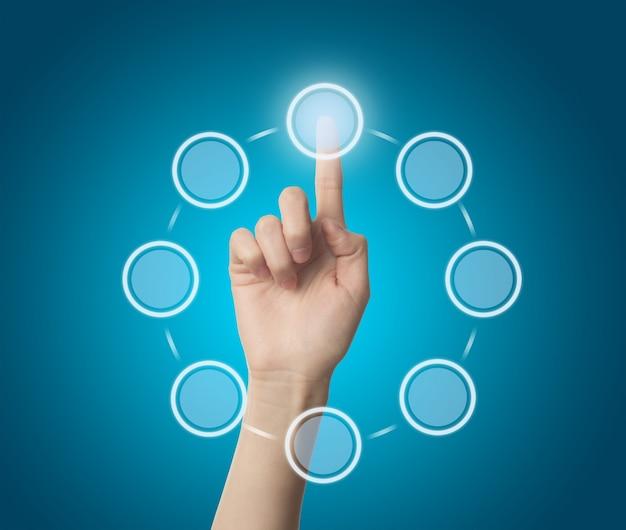 Doigt toucher un cercle virtuel Photo gratuit