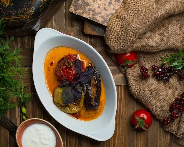 Dolma des trois soeurs, dolma national des légumes d'azerbaïdjan Photo gratuit