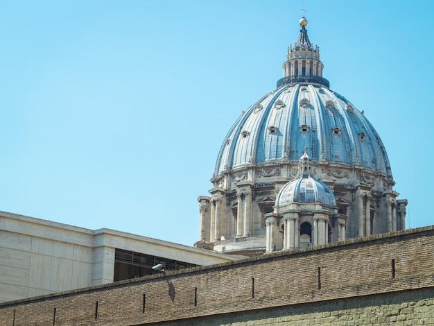 Dôme saint-pierre au vatican, rome Photo Premium