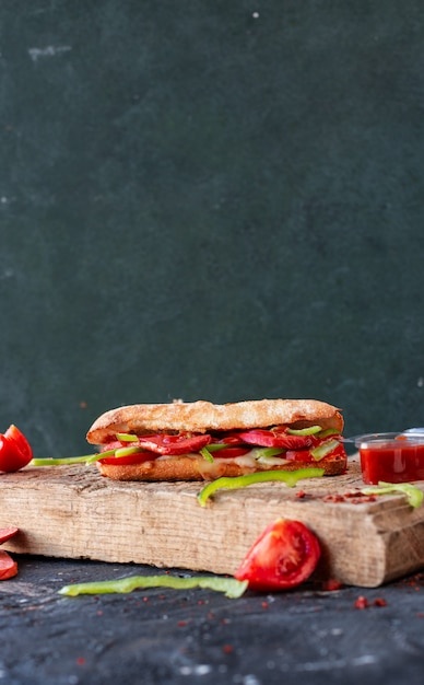 Doner turc, sucuk ekmek avec saucisse Photo gratuit