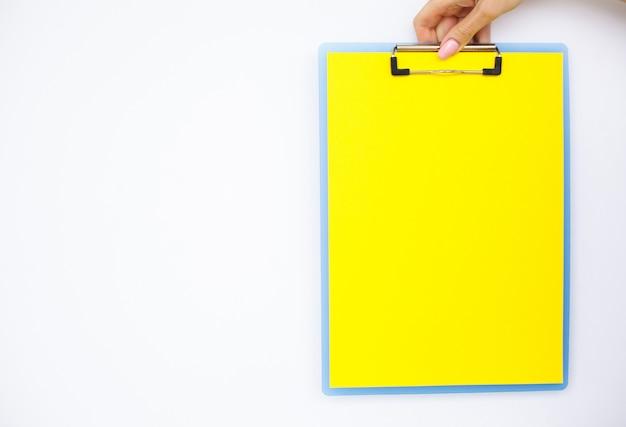 Dossier vide avec du papier jaune. Photo Premium