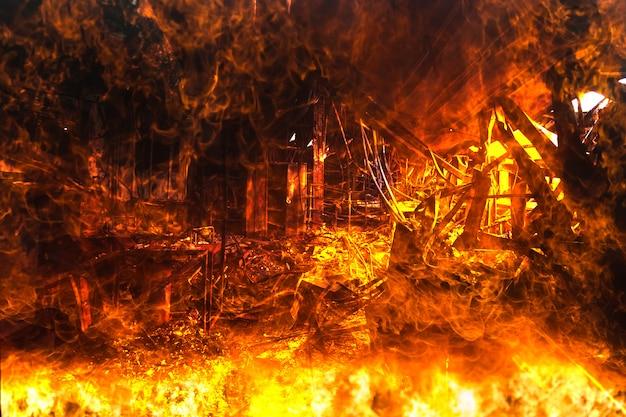 Double Exposition Intérieurs Brûlés De La Décoration De Bureau Après Un Incendie Dans L'usine Photo Premium