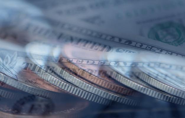 Double exposition des rangées de pièces de monnaie pour les entreprises Photo Premium