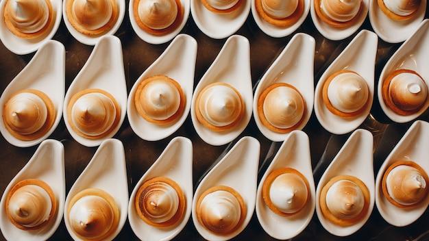 Douceurs dans un restaurant de luxe Photo Premium