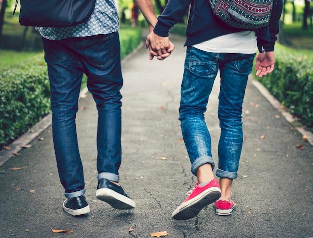 Doux couple gay amoureux Photo Premium