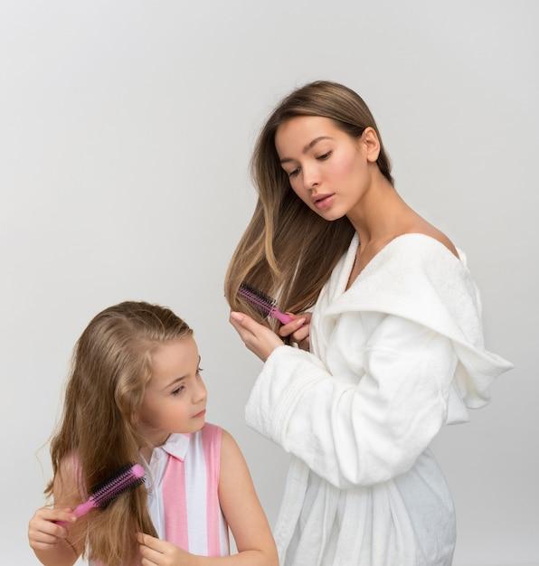 Ces doux moments de maman et fille se préparent Photo Premium