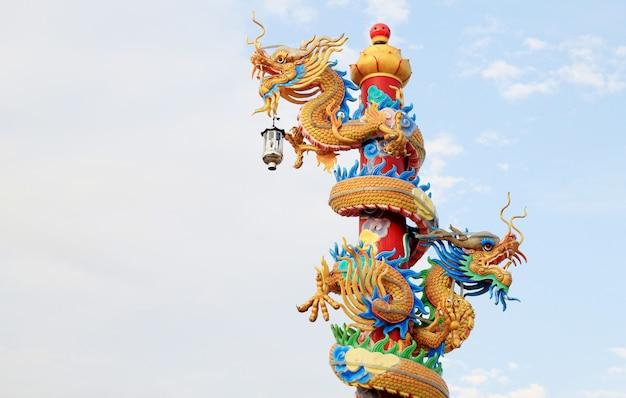 Dragon Chinois Dans Le Ciel Bleu Photo Premium