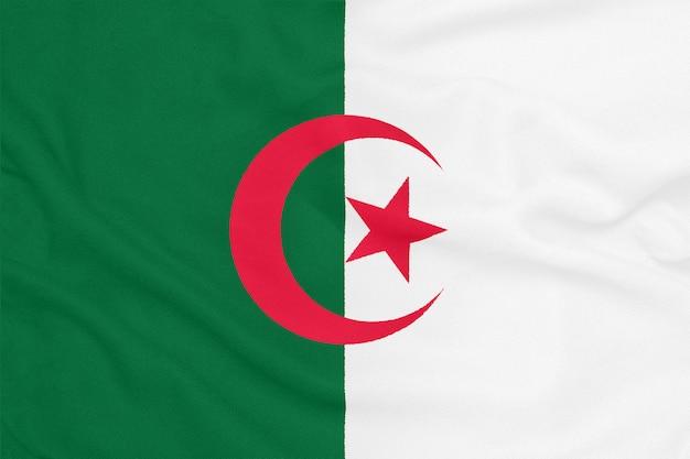 Drapeau De L'algérie Sur Tissu Texturé. Symbole Patriotique Photo Premium