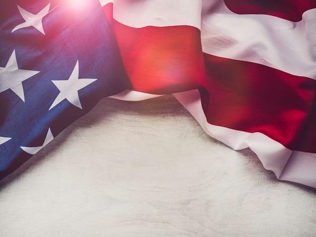 Drapeau américain sur fond blanc et isolé Photo Premium