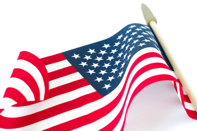 Drapeau Américain Sur Fond Blanc. Memorial Day Ou Concept Du 4 Juillet. Photo Premium