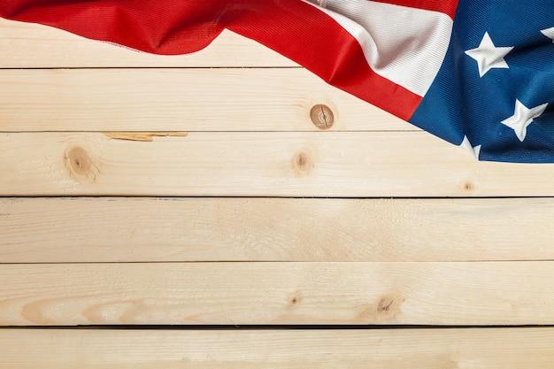 Drapeau américain sur fond en bois Photo Premium