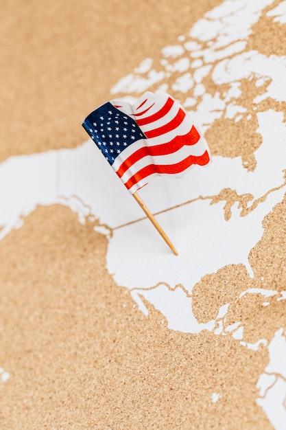 Drapeau de l'amérique sur la carte des états-unis Photo Premium