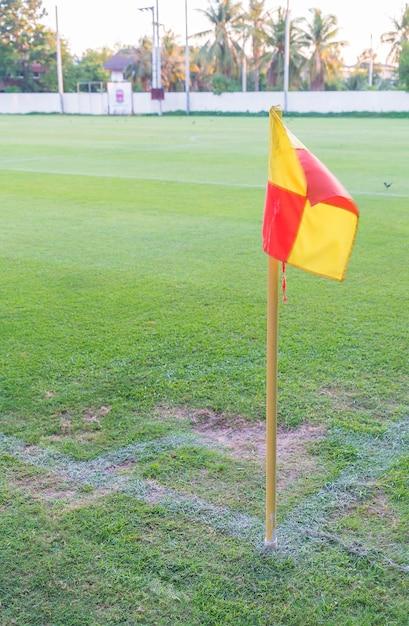 Drapeau d'angle sur un terrain de football Photo gratuit