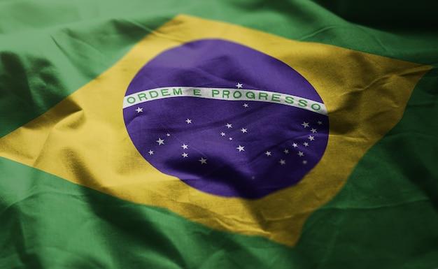 Drapeau brésilien ruminé gros plan Photo Premium