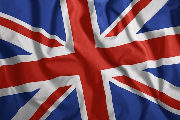 Le drapeau britannique flotte dans le vent Photo Premium