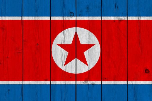 Drapeau De La Corée Du Nord Peint Sur Une Vieille Planche De Bois Photo Premium