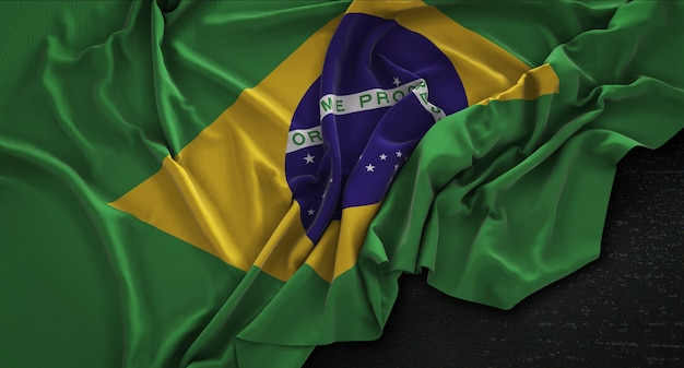 Drapeau du brésil enroulé sur fond sombre 3d render Photo gratuit