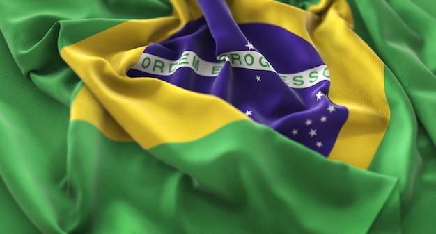 Drapeau du brésil ruffled magnifiquement waving macro plan rapproché Photo gratuit