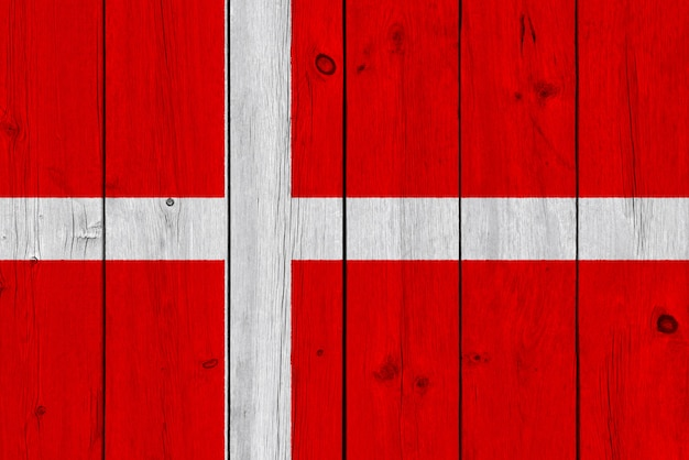 Drapeau Du Danemark Peint Sur Une Vieille Planche De Bois Photo Premium