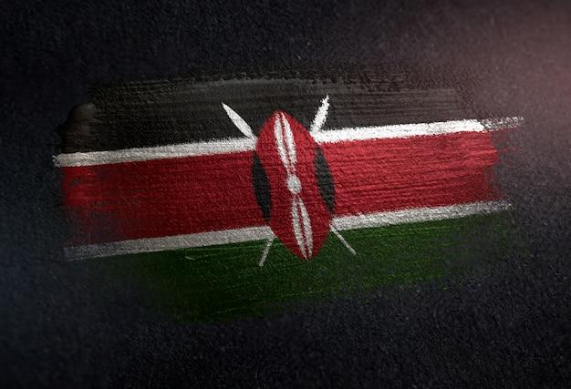 Drapeau du kenya fait de peinture brosse métallique sur mur sombre grunge Photo Premium