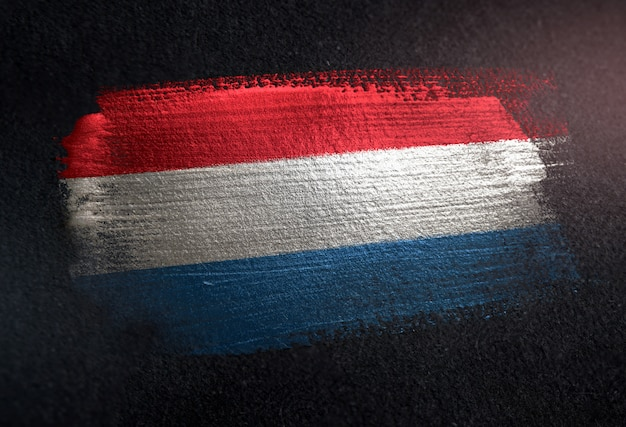 Drapeau du luxembourg fait de peinture brosse métallique sur grunge dark wall Photo Premium