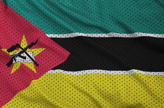 Drapeau Du Mozambique Imprimé Sur Un Tissu En Maille De Nylon Sportswear En Polyester Photo Premium