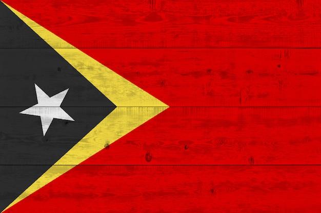 Drapeau Du Timor Oriental Peint Sur Une Vieille Planche De Bois Photo Premium