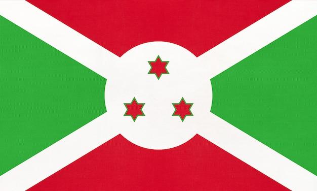 Drapeau du tissu national de la république du burundi, fond textile. symbole du monde pays africain. Photo Premium