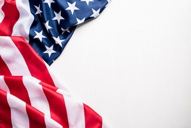 Drapeau des états-unis d'amérique sur blanc Photo Premium