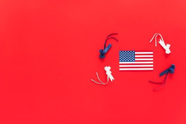 Drapeau des états-unis avec des rubans colorés Photo gratuit