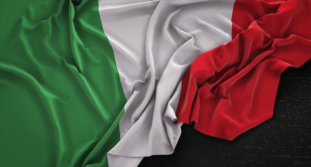 Drapeau de l'italie enroulé sur fond sombre 3d render Photo gratuit