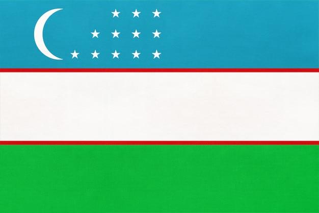 Drapeau national de la république d'ouzbékistan, fond textile. symbole du monde asiatique pays. Photo Premium
