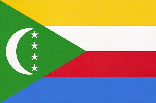 Drapeau National De Tissu De L'île Des Comores, Fond Textile. Symbole Du Monde International Pays Africain. Photo Premium
