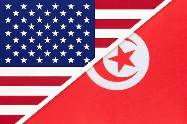 Drapeau National Usa Vs République Tunisienne En Textile. Relation Entre Deux Pays Américains Et Africains. Photo Premium