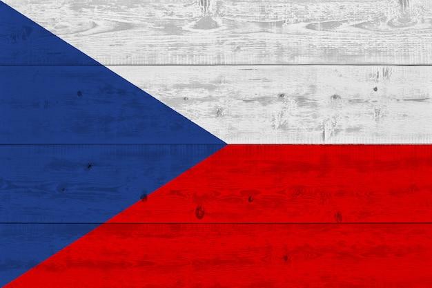 Drapeau De La République Tchèque Peint Sur Une Vieille Planche De Bois Photo Premium
